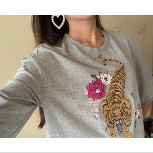 BOXY CROP TOP - TIGER EMBROIDERY W/ FLORAL PRINT